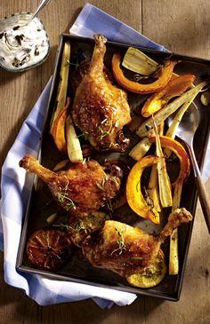 Unser beliebtes Rezept für Entenkeule à l'orange vom Blech mit Kürbis-Pastinaken-Gemüse und Dip und mehr als 55.000 weitere kostenlose Rezepte auf LECKER.de.