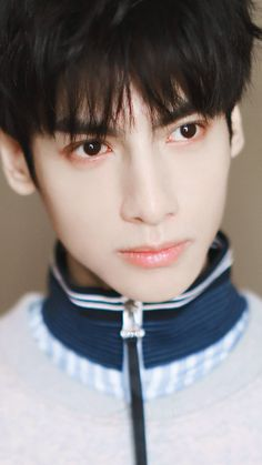 Beautiful Men, Beautiful Pictures, Vans Hi, Flower Boys, Ulzzang Boy, Asian Boys, Handsome Boys, Pretty Boys, Wallpaper Backgrounds