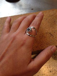 Anillo asimétrico con topacio de Phrida joyas