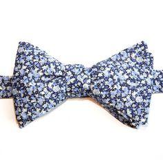 Noeud papillon Liberty Pepper Bleu http://www.lecolonelmoutarde.com/noeuds-papillon/noeud-papillon-liberty-bleu-pepper-3.html
