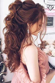 Awesome 57 Beautiful Wedding Hairstyles Ideas For Curly Hair. More at http://trendwear4you.com/2018/03/18/57-beautiful-wedding-hairstyles-ideas-for-curly-hair/