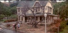 Between Naps on the Porch | The Burbs: Great Movie for Halloween | http://betweennapsontheporch.net