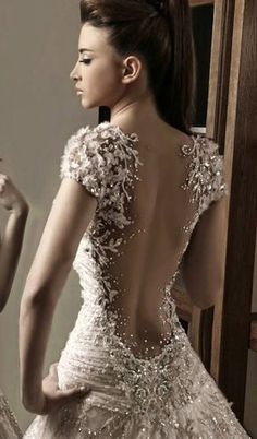 Irresistible Gowns By Rami Salamoun   UniLi - Unique Lifestyle the detail on this gown is unbelievable can't even imagine how stunning it'd be in person