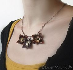 origami necklace Origami Jewels, Origami Necklace, Arrow Necklace, Jewlery, Jewelry Making, Bronze, Metal, Earrings, Cute
