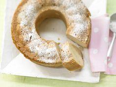 Buttermilch-Hefekranz - mit Zitrusfrüchten - smarter - Kalorien: 182 Kcal - Zeit: 55 Min. | eatsmarter.de Der Kuchen wird durch Buttermilch besonders zart.
