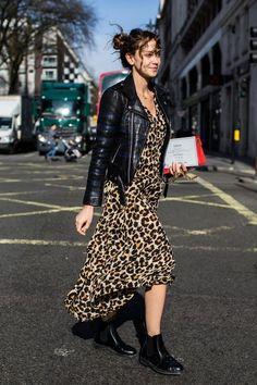 Street Style: Street style: the most beautiful beauty looks at London Fashion Week La Fashion Week, Fall Fashion Trends, Look Fashion, Winter Fashion, Girl Fashion, Fashion Outfits, Womens Fashion, Fashion Tips, Holiday Fashion