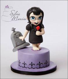 Mavis Cake by Silvia Mancini Cake Art Fondant Cake Tutorial, Fondant Cakes, Cupcake Cakes, Fondant Figures, Fancy Cakes, Cute Cakes, Hotel Transylvania Cake, Haloween Cakes, Horror Cake