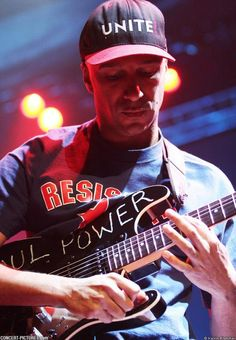 Tom Morello - Guitarist, Rage Against The Machine & Audioslave Soul Power is freakin awesome. Tom Morello, Music Guitar, Playing Guitar, Music Is Life, My Music, Rock N Roll, Rage Against The Machine, Bruce Springsteen, Music Icon