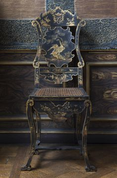Chinoiserie - Japanned Chair, possibly by John Ridge, at Ham House, Surrey. The National Trust /John Hammond Antique Chairs, Antique Furniture, Painted Furniture, Furniture Design, Geek Furniture, Painted Chairs, Plywood Furniture, Fine Furniture, Pallet Furniture