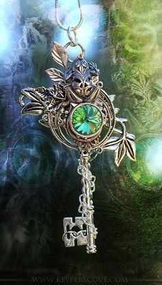 Skeleton Key Necklace with green gem Key Jewelry, Jewelery, Jewelry Accessories, Jewelry Making, Jewellery Box, Steampunk Accessoires, Under Lock And Key, Old Keys, Antique Keys
