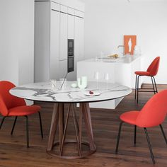 Stół Acco Miniforms Glass Dining Table, Dining Room, Dining Tables, Modern Classic Interior, Clermont, Table Design, Wooden Tops, Elegant Dining, Ceramic Table