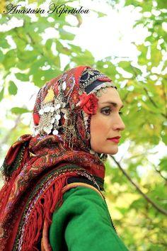 headdress from Serres, historical northern Gypsy Costume, Folk Costume, Greek Costumes, Dance Costumes, Folk Clothing, Beauty Around The World, Kai, Alexander The Great, Headdress