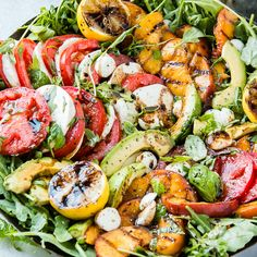 The perfect Caprese pasta salad for a potluck or summer bbq! Caprese pasta salad made with juicy tomatoes, marinated fresh mozzarella cheese, fragrant fresh basil, and a mouthwatering homemade Italian herb vinaigrette! Caprese Chicken, Balsamic Chicken, Avocado Chicken Salad, Grilled Chicken, Balsamic Vinegar, Chicken Tacos, Avocado Salad, Healthy Chicken, Best Salad Recipes