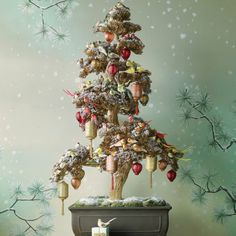 http://www.marthastewart.com/267581/asian-inspired-christmas-tree?czone=holiday/workshop-christmas/tree-and-ornaments=307034=275166=267581 to note-- the image changes use side scroll bar not arrow
