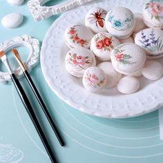 "Curso Online ""Mini Pinturas"" para Macarons Macarons, Sugar Art, Food Art, Party Favors, Picnic, Sweets, Cakepops, Cooking, Breakfast"