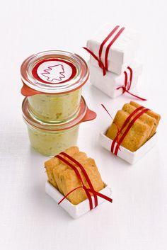 Scopri come preparare la salsa di carciofi e le gallette alle erbe, un antipasto sfizioso perfetto da portare in tavola per Natale.