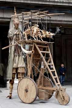 Street performer and puppeteer in Segovia, Spain. By mccoryjames Living Puppets, Arte Steampunk, Tableaux Vivants, Marionette Puppet, Kinetic Art, Scenic Design, Stage Design, Stop Motion, Sculpture Art