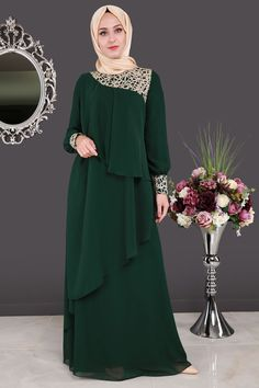 ** SONBAHAR / KIŞ ** Brode Dantelli Verev Kesim Abiye Zümrüt Ürün Kodu: ALM3003 --> 119.90 TL Islamic Fashion, Muslim Fashion, Modest Fashion, Fashion Dresses, Batik Fashion, Abaya Fashion, Model Baju Hijab, Hijab Dress Party, Dress Brokat