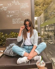 Helpful Fashion Photography Tips – PhotoTakes Classy Summer Outfits, Summer Outfit For Teen Girls, Model Outfits, Chic Outfits, Fashion Outfits, Fashion Trends, Foto Casual, Look Retro, Fashion Photography Poses