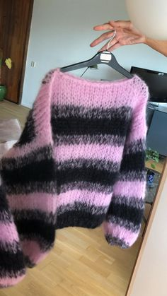 Hand Knitted Sweaters, Mohair Sweater, Pink Black, Black Stripes, Crochet Clothes, Diy Clothes, Chunky Sweater Outfit, Balloon Sleeves, Mode Inspiration