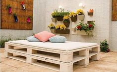 So we come here with new amazing and creative ideas of old wooden pallets. You can start projects of wooden pallets in your home garden or may be in office Home Decor Catalogs, Home Decor Online, Home Decor Store, Wooden Pallet Crafts, Wooden Pallets, Affordable Home Decor, Cheap Home Decor, Home Decor Furniture, Pallet Furniture