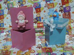 Caixinhas em MDF pintadas a mão, com fita, onde foram aplicados miniaturas em biscuit. Valor de R$ 9,00 cada caixinha. Temos mais cores e motivos para decorar. Escolha o seu. R$ 9,00