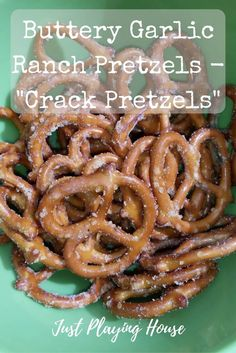 Crack Pretzels - Buttery Garlic Ranch Pretzel Recipe Just Playing House Snack Mix Recipes, Yummy Snacks, Appetizer Recipes, Healthy Snacks, Cooking Recipes, Appetizers, Easy Snacks, Spicy Pretzels, Ranch Pretzels