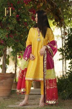 Simple Mehndi Dresses, Beautiful Pakistani Dresses, Pakistani Dresses Casual, Pakistani Dress Design, Girls Frock Design, Fancy Dress Design, Stylish Dress Designs, Girls Dresses Sewing, Stylish Dresses For Girls