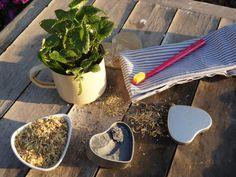 Domácí lékořicová bělící zubní pasta s aktivním uhlím ZERO WASTE Samos, Eco Friendly House, Be Natural, Zero Waste, Plastic Cutting Board, Life Is Good, The Good Place, Detox, Food And Drink