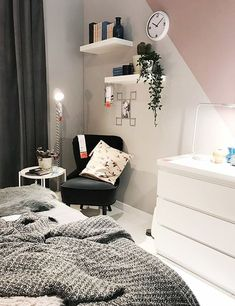 College apartment furniture does not need to put a huge dent in your wallet. Check out these tips so you can get cheap furniture you'll love! Bedroom Decor On A Budget, Bedroom Inspo, Living Room Decor, My New Room, My Room, Student Room, Aesthetic Room Decor, Ikea Bedroom, Contemporary Home Decor
