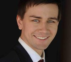 Torrance Coombs from Reign has gorgeous eyes... he just made the spank list!