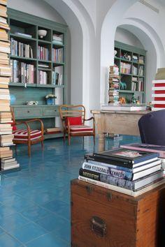 love the blue floors and green bookshelves (Maison La Minervetta via the Standard Edition)