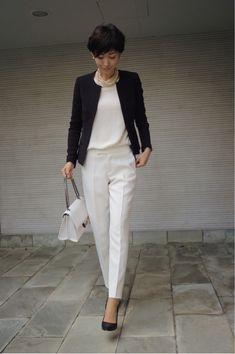 Black and white classic/gamine outfit. Office Fashion, Work Fashion, Fashion Outfits, Womens Fashion, Casual Chic, Office Looks, Work Wardrobe, Office Outfits, Office Wear