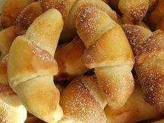 Rogaliki drożdżowe pyszne-galeria-ilka76- slajd1 - wielkiezarcie.com Hot Dog Buns, Hot Dogs, Pretzel Bites, Bread, Recovery, Food, Breads, Hoods, Meals