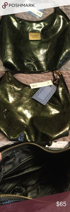 Dark green Simply Vera, Vera Wang purse. NWT, never used it. Too small for all my stuff. Smoke free home. Dark green Vera Wang purse. Very cute. Price negotiable. Asking $65.00. I'll always ship same day if possible. If on a weekend or holiday I'll ship your item the next business day. Simply Vera Vera Wang Bags Mini Bags
