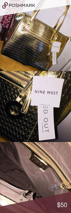 Nine West Gold Purse Beautiful purse 👜 From Nine West brand, new ! Bag Is In Really Good Condition , Perfectly Clean Inside & Out, I Consider Offers! Nine West Bags Satchels