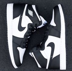 Retro Air Jordan 1 Black/White Nike tg, found it in my size and for a bargain :D