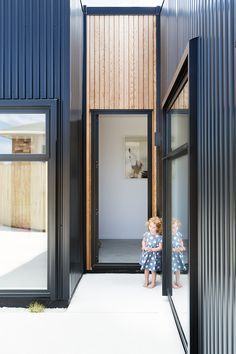 A-cute House by Red Architecture House Cladding, Metal Cladding, Exterior Cladding, Wall Cladding, Facade House, Black Cladding, Red Architecture, Shed Homes, Cute House