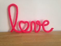 Mot Love en tricotin par MissGaelleAToutPrix sur Etsy Wire Crafts, Diy And Crafts, Spool Knitting, Pipe Cleaner Crafts, Make Do And Mend, Camping Crafts, Love Craft, Kids Decor, Etsy