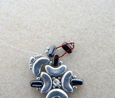 Tutorial Boucles d'oreilles Mino avec les perles Arcos® et Ios® de Puca