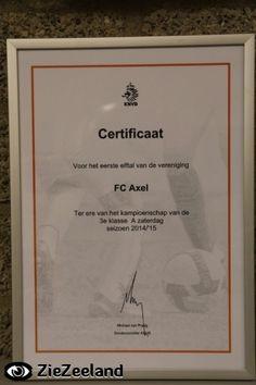 Dinsdag 14 april 2015 speelde FC Axel thuis tegen Nieuwdorp. FC Axel moest gelijk spelen om het kampioenschap te behalen. In de eerste helft waren partijen aan elkaar gewaagd en waren er kansen over en weer. Enkele minuten voor het rustsignaal trok scheidsrechter De Boer de rode kaart voor FC Axel speler Chiel van Drongelen wegens het maken van een slaande beweging naar een speler van Nieuwdorp. FC Axel moest verder met 10 spelers. Bij rust was de stand 0-0. In de tweede helft trok FC Axel…