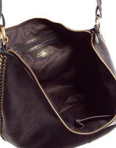 Bild 2 von River Island – Lässige Tasche aus schwarzem Leder mit seitlichem Kettendesign