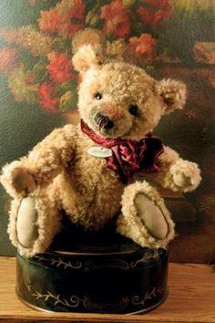 I love teddy bears.Wadsworth Teddy Bear from Victorian Trading Co. Teddy Bear Hug, Old Teddy Bears, Vintage Teddy Bears, Boyds Bears, Vintage Toys, Stuffed Animals, Teddy Beer, Teddy Hermann, Love Bear