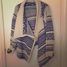 Knit tribal sweater So comfy for those cold winter months! Size small/medium but meant to be worn oversize. Evermour Sweaters