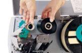Aqui se ve la colocación del ribbon en una impresora de la serie B-SX