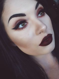 Red Copper Gorgeous blend Eye Makeup Thick Winged Liner Vampire Red Matte Lips Perfect Brows #wingedlinerredlips #perfectwingedliner