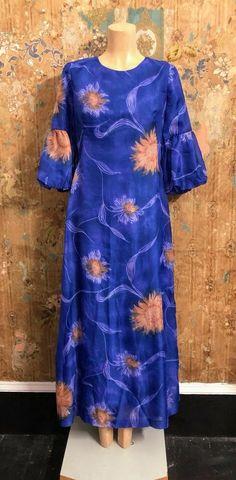 Janelle of Melbourne Size 12 Excellent condition Fully lined Back zipper Bust 100 cm Waist 90 cm Hips 110 cm Arms 34 cm Length 142 cm Vintage Clothing, Vintage Outfits, Size 12, Floral, Blue, Clothes, Ebay, Dresses, Fashion
