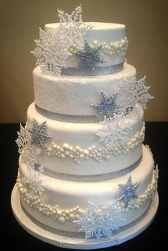 30 Fabulous Winter Wedding Cakes We Adore wedding winter White Wedding Cakes, Elegant Wedding Cakes, Beautiful Wedding Cakes, Wedding Cake Designs, Wedding Cake Toppers, Beautiful Cakes, Elegant Cakes, Trendy Wedding, Gold Wedding