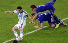 Asi quedaron los jugadores de Bosnia después del regate de Messi pic.twitter.com/ScTxs2RitP