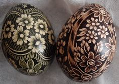 Pisanki- scratched with a metal tool Polish Easter, Egg Shell Art, Carved Eggs, Egg Tree, Easter Egg Designs, Cute Easter Bunny, Ukrainian Easter Eggs, Easter Egg Crafts, Faberge Eggs
